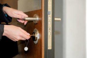 Locksmiths services 24 hours