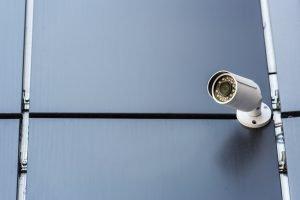 Las alarmas de seguridad para el hogar son muy disuasorias complementadas con todos los sistemas, camaras, cerraduras especiales, etc.